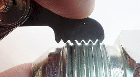 Как измерить шаг резьбы фитинга
