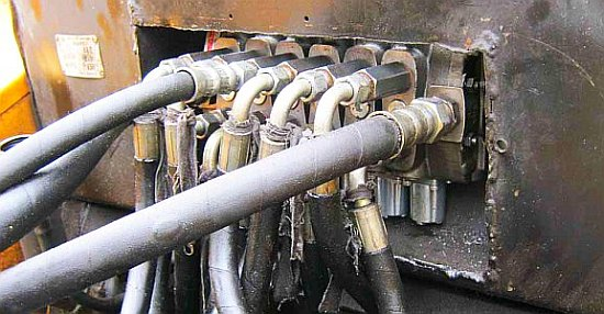 подключение шлангов на гидрораспределитель с джойстиками экскаватор МТЗ и ЮМЗ